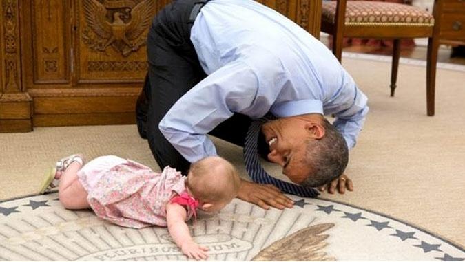 7jul2015---o-presidente-barack-obama-com-ella-harper-rhodes-filha-do-assessor-de-seguranca-nacional-ben-r(1)