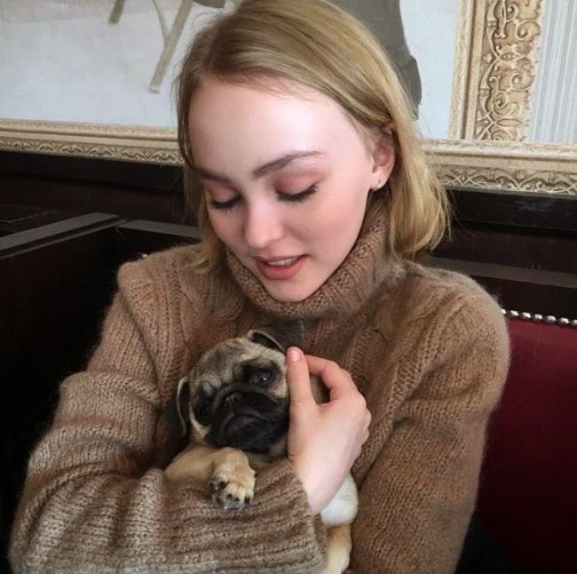 Lily-Rose Depp e pug