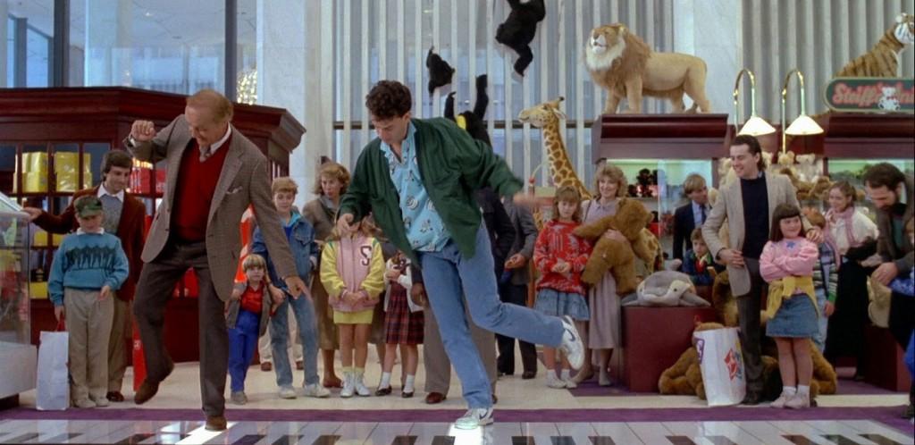 """Tom Hanks em cena do filme """"Quero Ser Grande"""", na loja FAO Schwarz"""