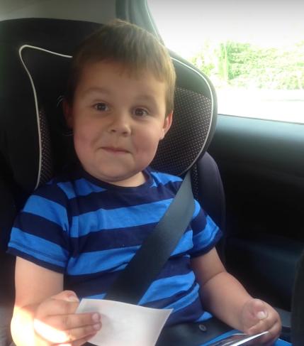 vídeo-menino descobre que mãe está grávida