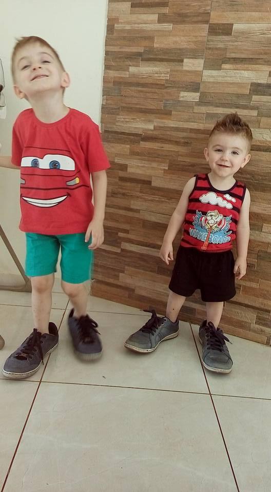 Antonio, 4 anos, e Gustavo, 1 ano, filhos de Priscila e Wanderlei
