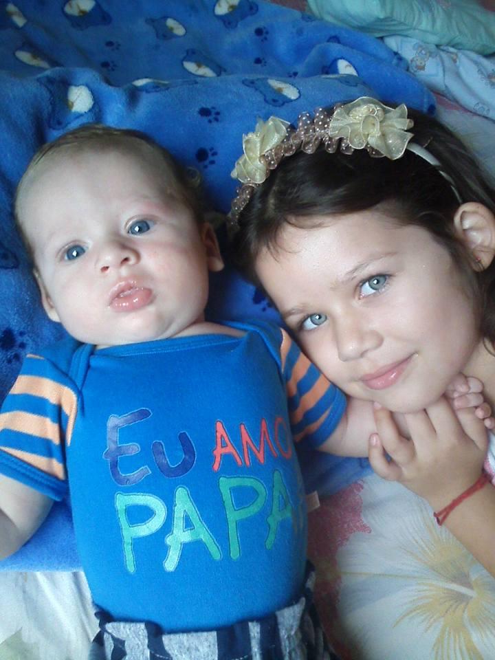 Eric, 3 meses, e Evilin, 6 anos, filhos de Micheli e Edioni