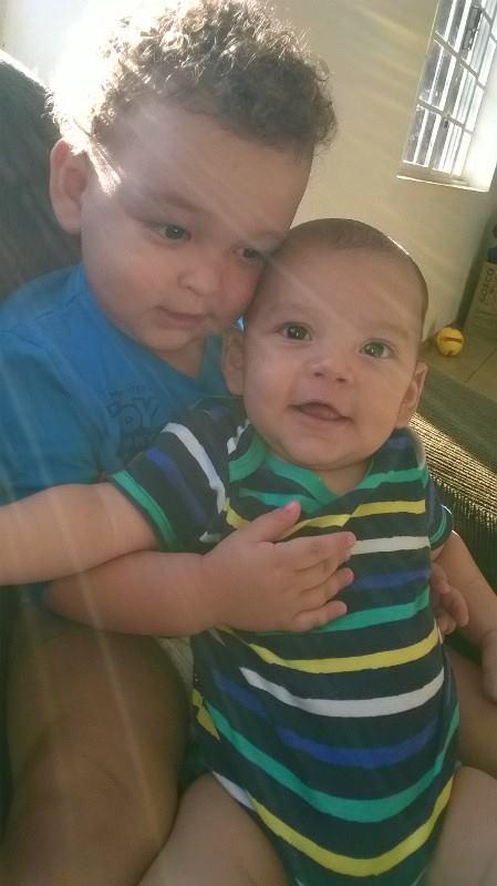 Humberto, 1 ano, e Leonardo, 8 meses, filhos de Andreia e Henrique