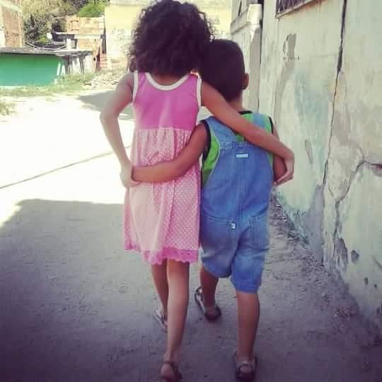 Júlia, 9 anos, e João Pedro, 7 anos, filhos de Raquel e Davidson