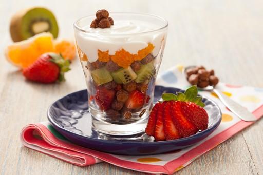 Taça colorida de frutas