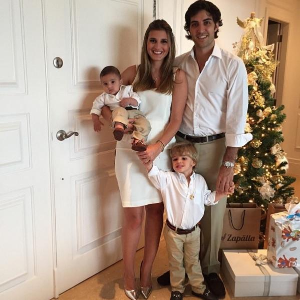 Eu, meu marido e meus dois filhos prontos para o Natal!