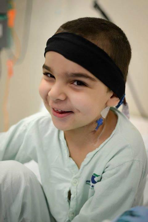 O menino de apenas 7 anos passou por inúmeros tratamentos por causa do câncer