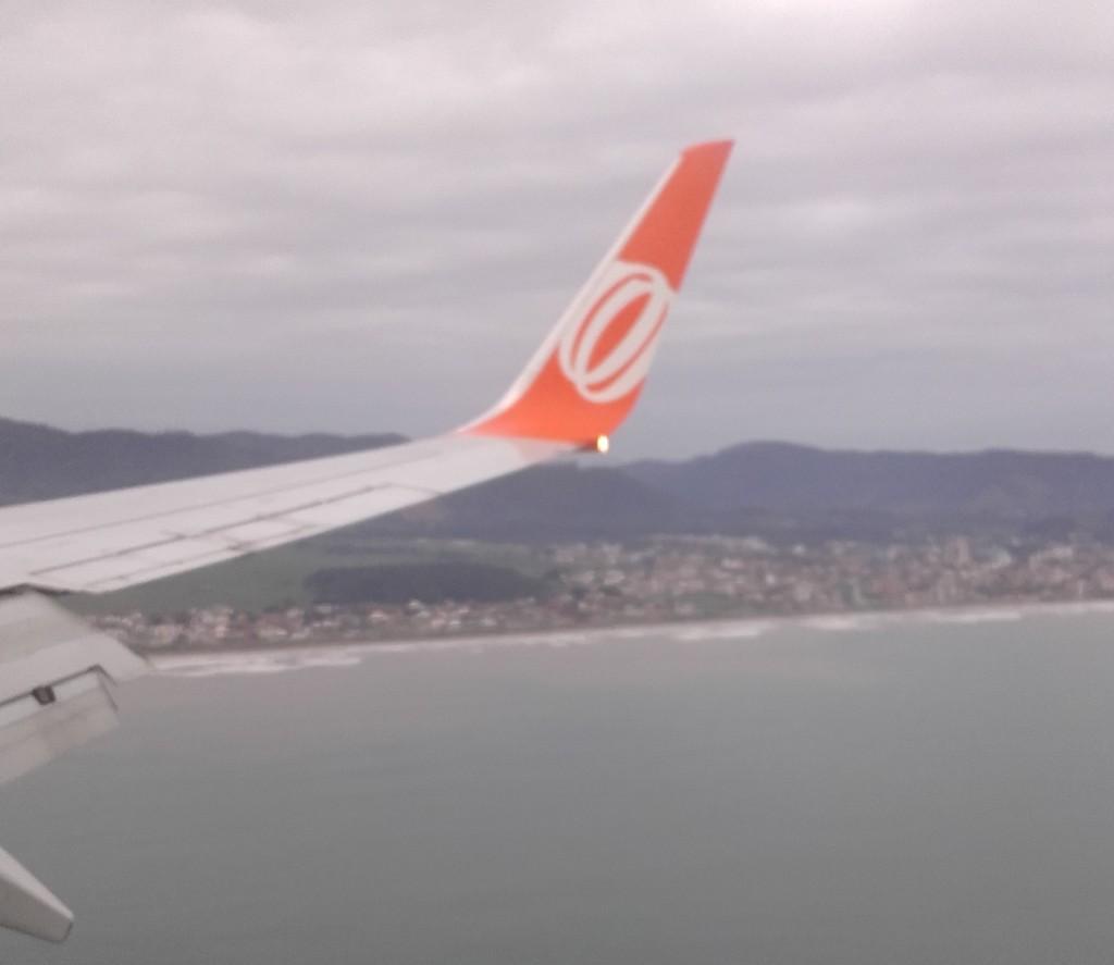 Fomos de avião, do aeroporto de Congonhas, em São Paulo, até o aeroporto de navegantes, a 17km de Balneário. Foram só 40 minutos de vôo