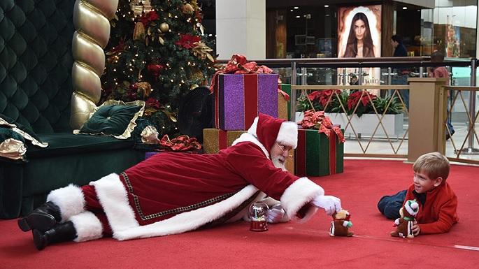 Papai Noel com menino autista 1