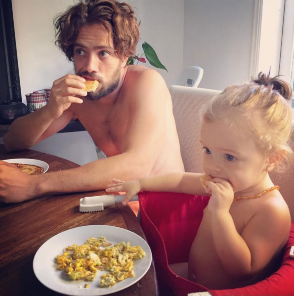Rafael Cardoso é pai de Aurora, que está se adaptando na creche (Foto: Reprodução/Instagram/maribridicardoso)