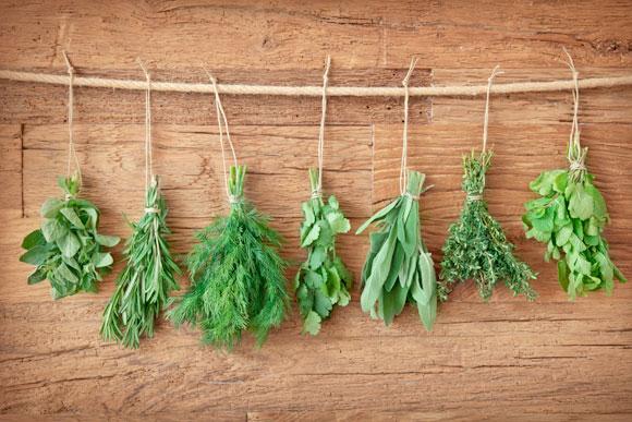 O consumo diário deve ser de até 2 gramas de sódio, que equivale a 1 colher de chá de sal (Foto: Shutterstock)