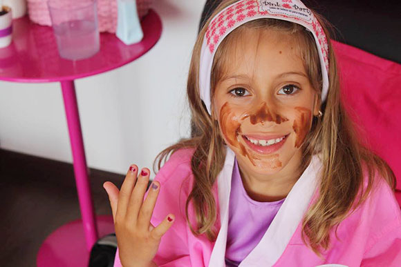 Lara curtiu muito sua festa num salão para meninas em São Paulo (Foto: Arquivo pessoal)