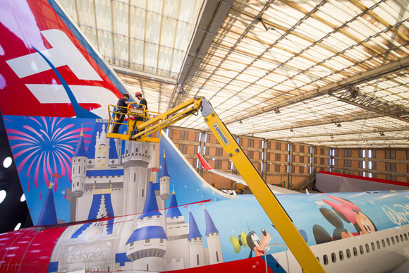 Dezenas de profissionais participaram do desenvolvimento da aeronave da Disney (Foto: Guilherme Kardel)