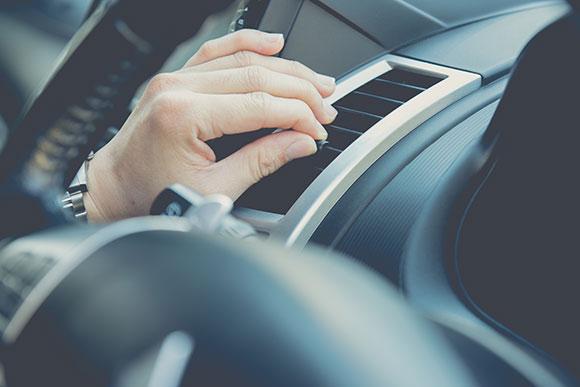 É importante manter o ar condicionado do carro limpo para evitar doenças (Foto: Shutterstock)
