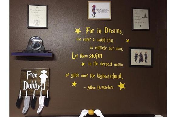 O espaço também conta com citações marcantes do livro do bruxinho (Foto: Reprodução Buzzfeed)
