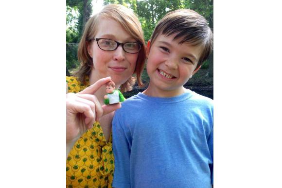 Sammy Griner com 9 anos ao lado da mãe (Foto: Reprodução / Imgur)