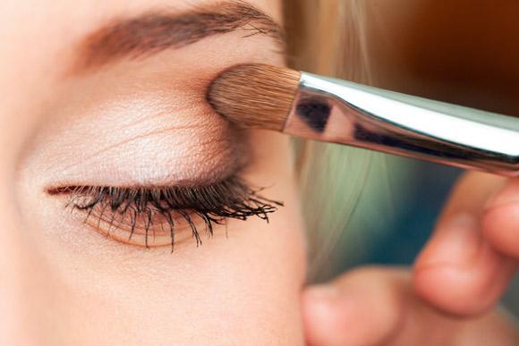 A sombra forma uma película que protege a palpebra da radiação ultravioleta (Foto: Shutterstock)