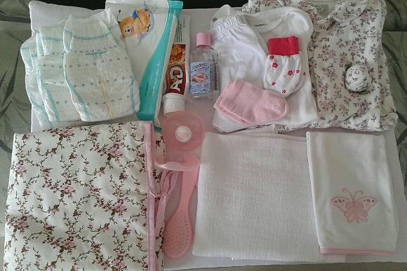 Carla Muroya já deixa tudo organizadinho antes de sair de casa com a filha (Foto: Shutterstock)