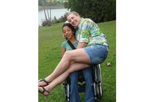 Vivi tem paralisia cerebral, aprendeu falar com 15 anos e a mãe está amando (Foto: Arquivo Pessoal)