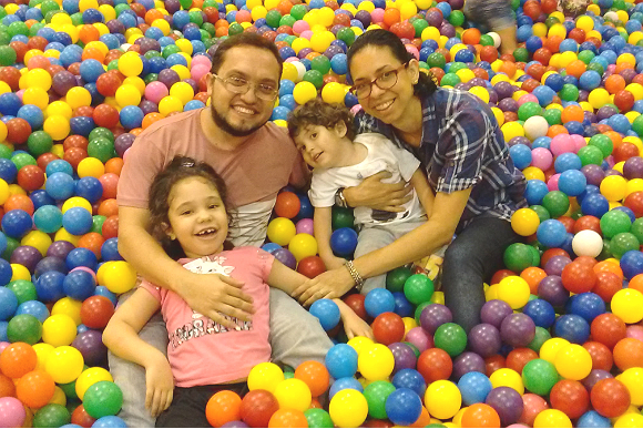 Juliana e o marido, João Carlos, com os filhos Leonardo e Sophia (Foto: Arquivo pessoal)