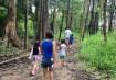 As crianças eram as mais animadas nas trilhas, sempre muito perto do guia