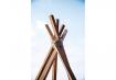 3. Cada ripa de madeira deve estar cruzada para abrir a base da tenda. Amarre bem com o sisal (Foto: Carol Bastos)