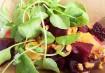 Salada de beterraba, queijo de cabra com ervas, vinagrete e nozes, da Farm Fresh