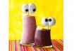 Antes de sair para pedir doces, dê às crianças uma vitamina turbinada e complete com olhos assustadores de marshmallow.