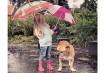 Lynn e Jaden se divertem na chuva