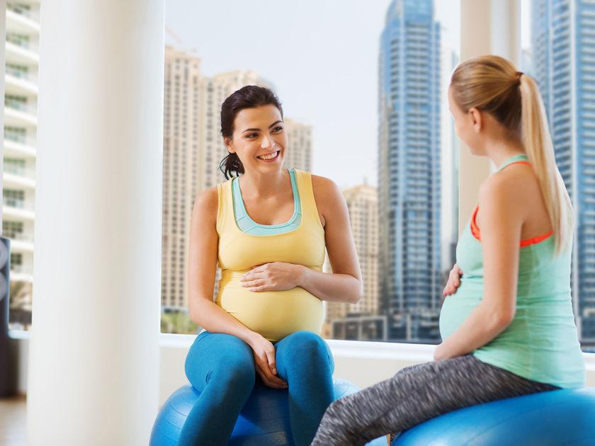 pregnant-women-exercising