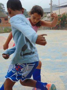 maria-alice-10-tem-como-meta-se-tornar-jogadora-de-futebol-profissional-1503085858856_v2_450x600