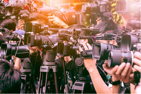 large-number-of-press-and-media-reporter-in-broadcasting-event-picture-id697448616