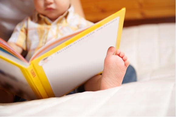 reading-child-picture-id91819450