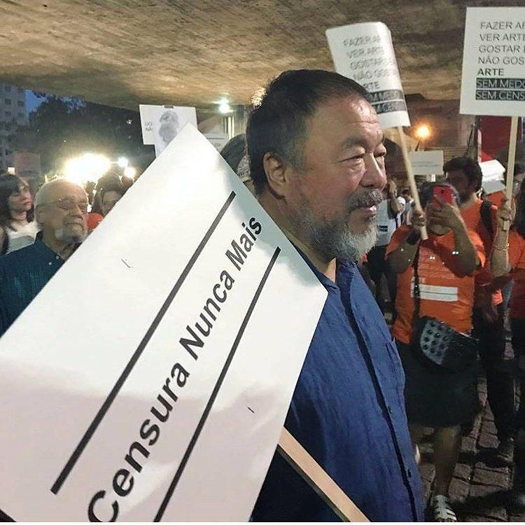 Artistas fazem protesto na frente do MASP contra a censura