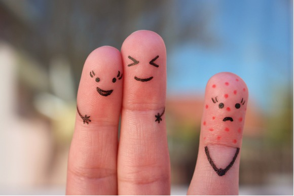 fingers-art-of-people-concept-of-loneliness-allocation-from-crowd-picture-id680259340
