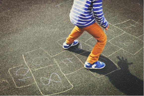O melhor jeito de evitar os problemas decorrentes desse modo de sentar é fazendo atividades (Foto: iStock)