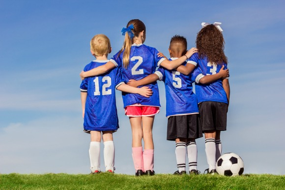group-of-diverse-young-recreation-soccer-players-picture-id471642572
