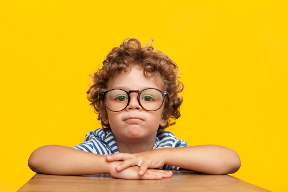 portrait-of-charming-boy-in-eyeglasses-picture-id840809454