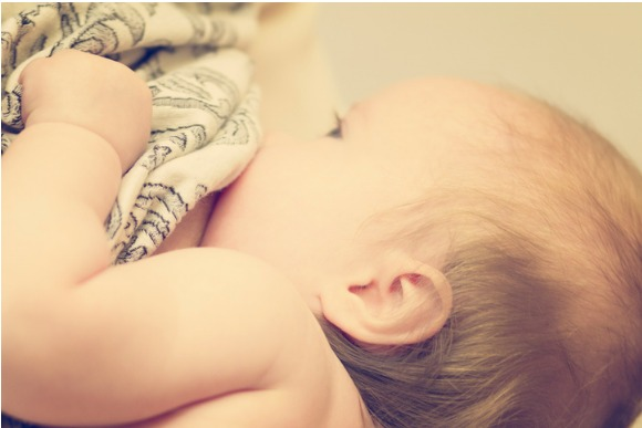 breastfeeding-picture-id471558794