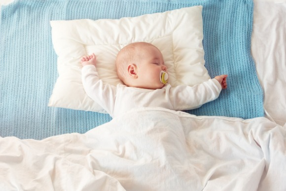 baby-sleeping-on-blue-blanket-picture-id905221876