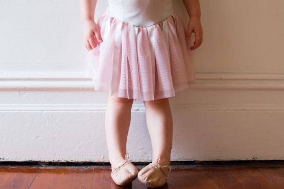 toddler-in-pink-tutu-picture-id518964150