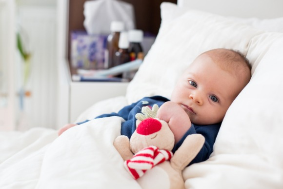 cute-newborn-baby-boy-lying-in-bed-with-cold-picture-id860172586