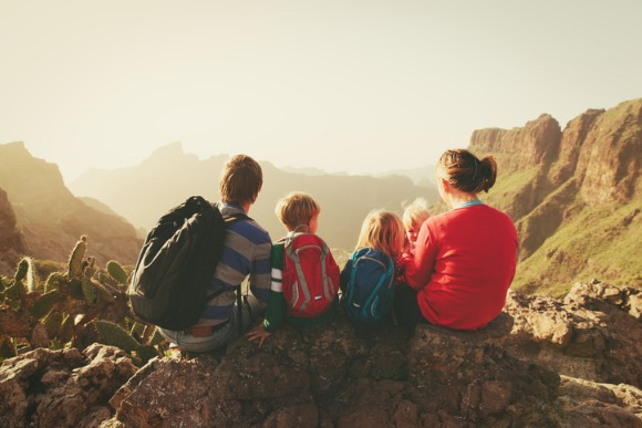 family-with-three-kids-hiking-in-mountains-picture-id815696060