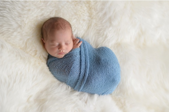swaddled-sleeping-newborn-baby-boy-picture-id675466008