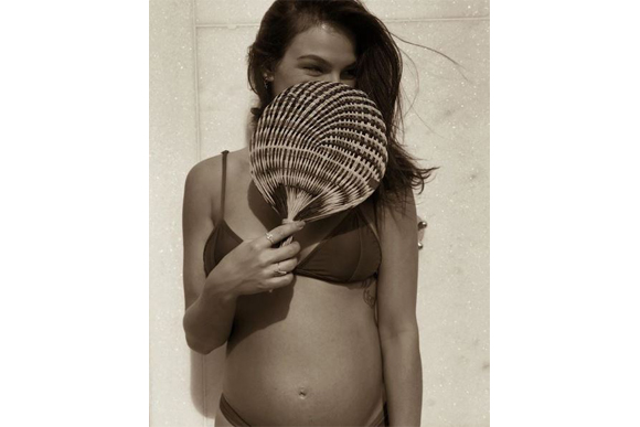 isis-valverde-gravida