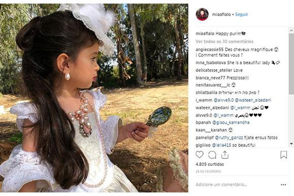 Mia também fez um ensaio com roupas à moda antiga (Foto: Reprodução/ Instagram @miaaflalo)