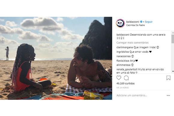 Titi se diverte ao lado de seu tio Gian Luca (Foto: Reprodução/ Instagram @baldacconi)
