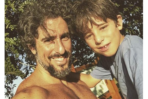 Marcos Mion e seu filho Romeo (Foto: Reprodução/ Facebook/Fanpage do Marcos Mion)