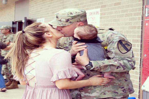 Pai militar deixar saudades em casa (Foto: reprodução / Facebook)