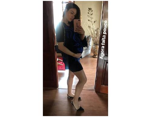 Vestido curtos e longos fazem parte do guarda roupa da mamãe Valverde (Foto:Reprodução/Instagram @isisvalverde